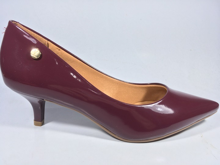 9dec78f601 Sapato Feminino Scarpin Vizzano Bico Fino Salto Baixo Vinho - R  79 ...