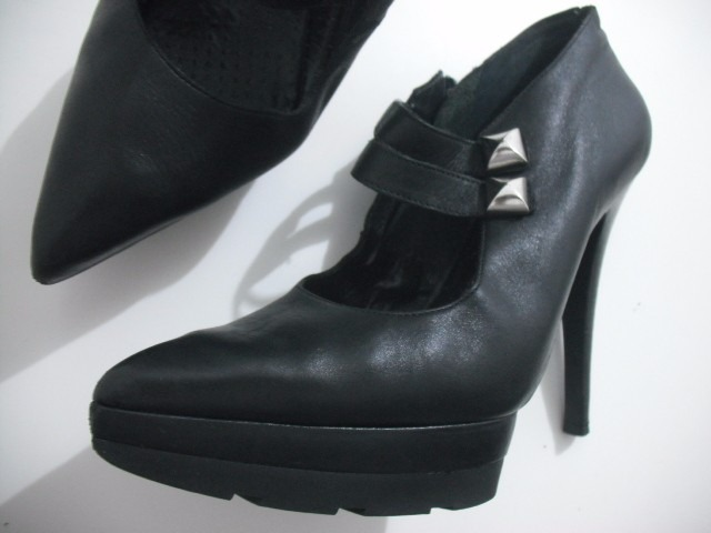 b709543c4 Sapato Meia Pata Couro Preto Tam 35 Datelli Bom Estado - R$ 49,00 em ...