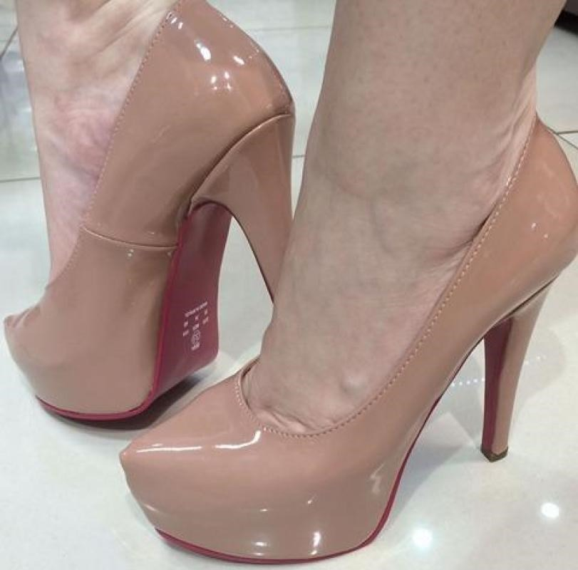 a3bd650dcb sapato meia pata scarpin nude rose rosado solado vermelho. Carregando zoom.