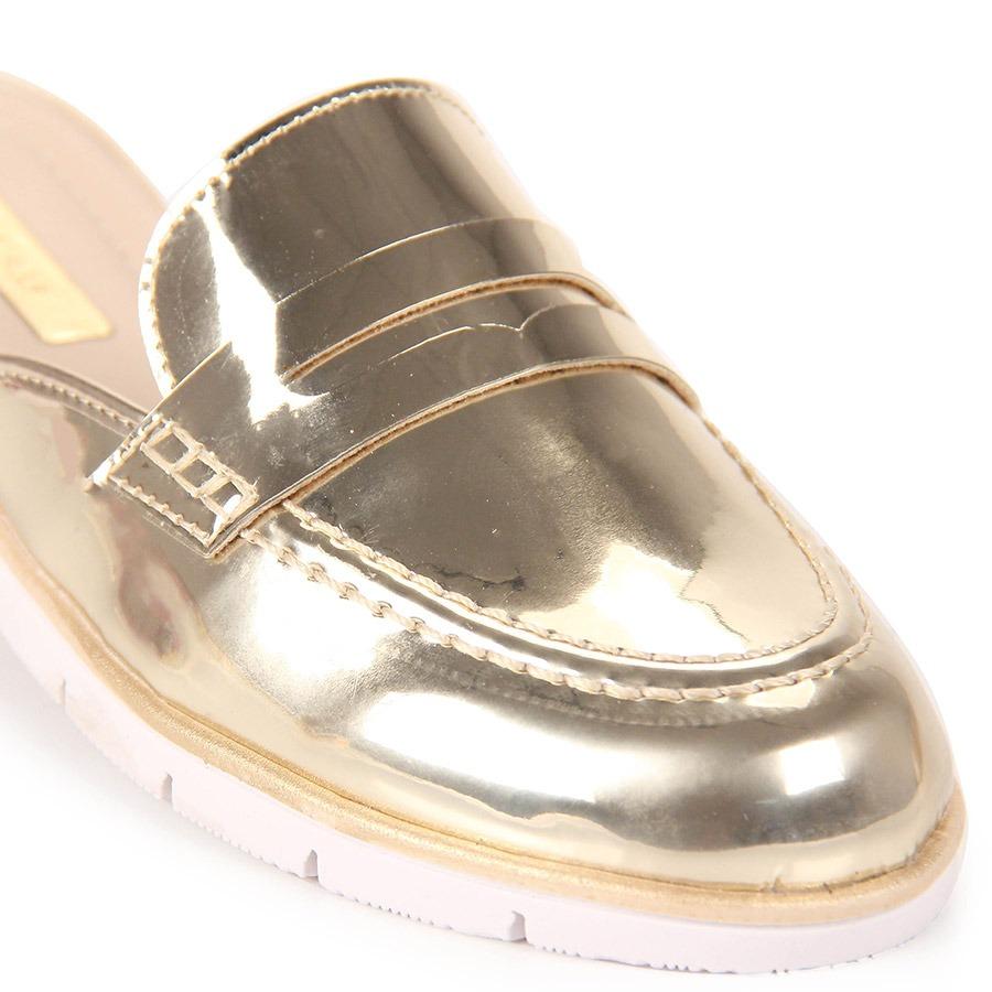 fbeab042b7 sapato mocassim mule feminino moleca - dourado(a). Carregando zoom.