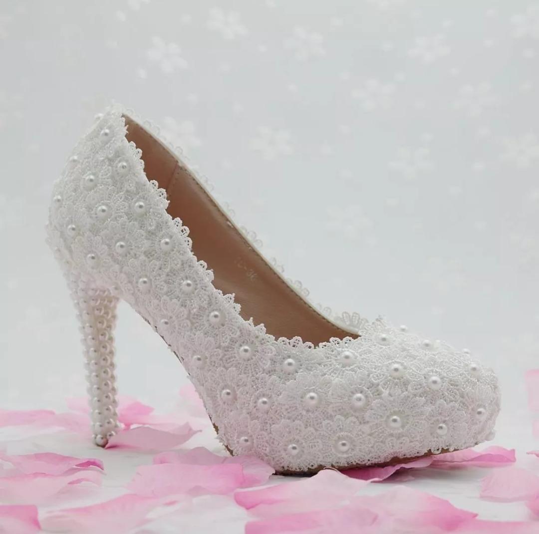 acc73374c sapato noiva com flores de guipir pérolas personalizado 0004. Carregando  zoom.