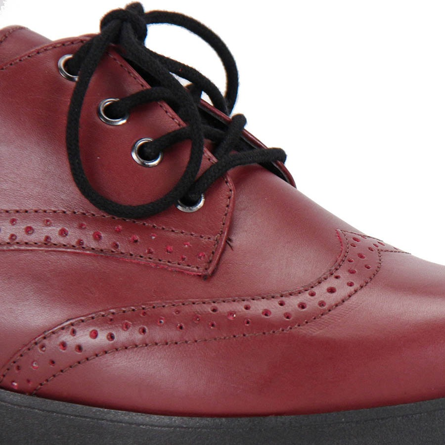 bc06ea480 sapato oxford bico redondo desmond tratorado - vinho. Carregando zoom.