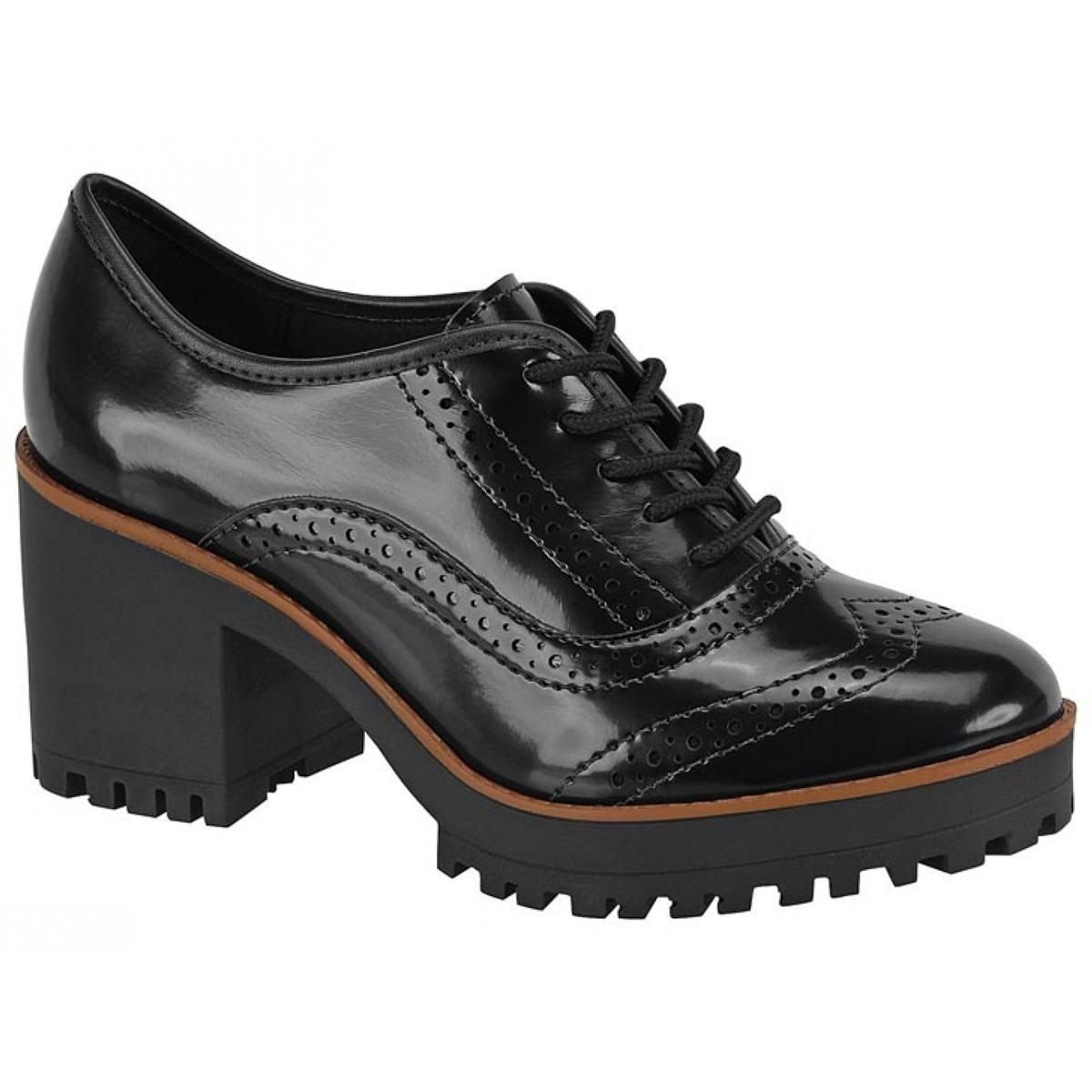 fc17a40b09 Sapato Oxford Tratorado Moleca Verniz Preto - 5626-104 - R  134