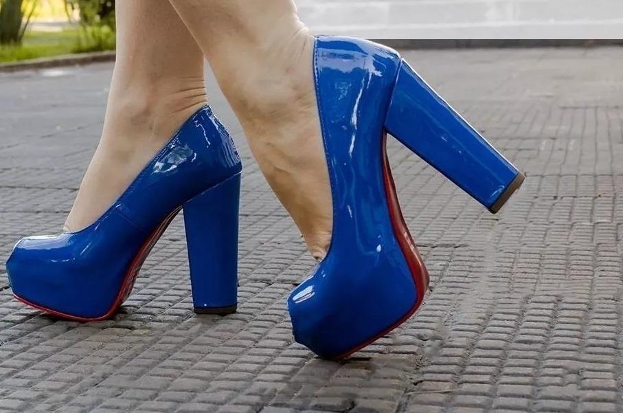 9e3acf142 sapato peep toe azul meia pata salto alto grosso verniz 12cm. Carregando  zoom.