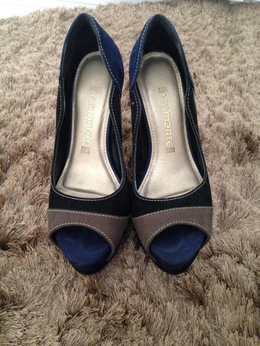 64a57fc94e sapato peep toe via marte semi novo 34 azul preto e cinza. Carregando zoom.
