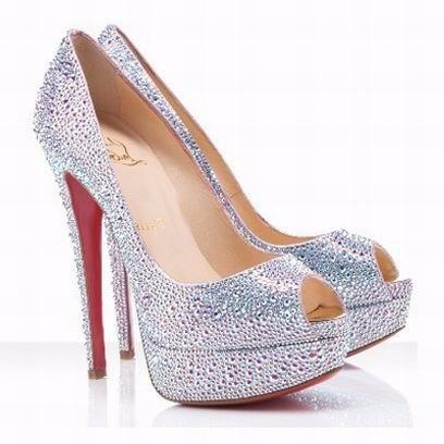 38999e4c4fca7 Sapato Personalizado Igual Ao Da Larissa Manoela - R  600,00 em ...