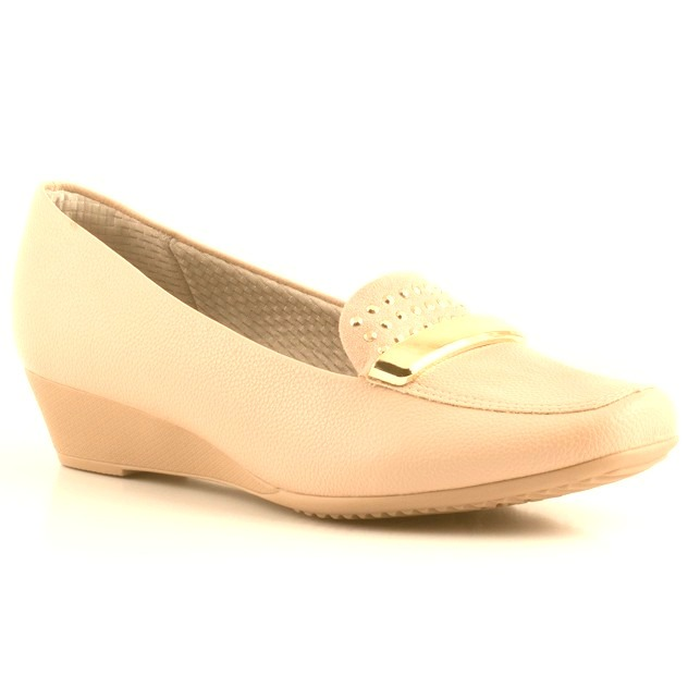 997bd1dbfd Sapato Piccadilly Anabela Salto Medio Com Enfeite Nude - R  189