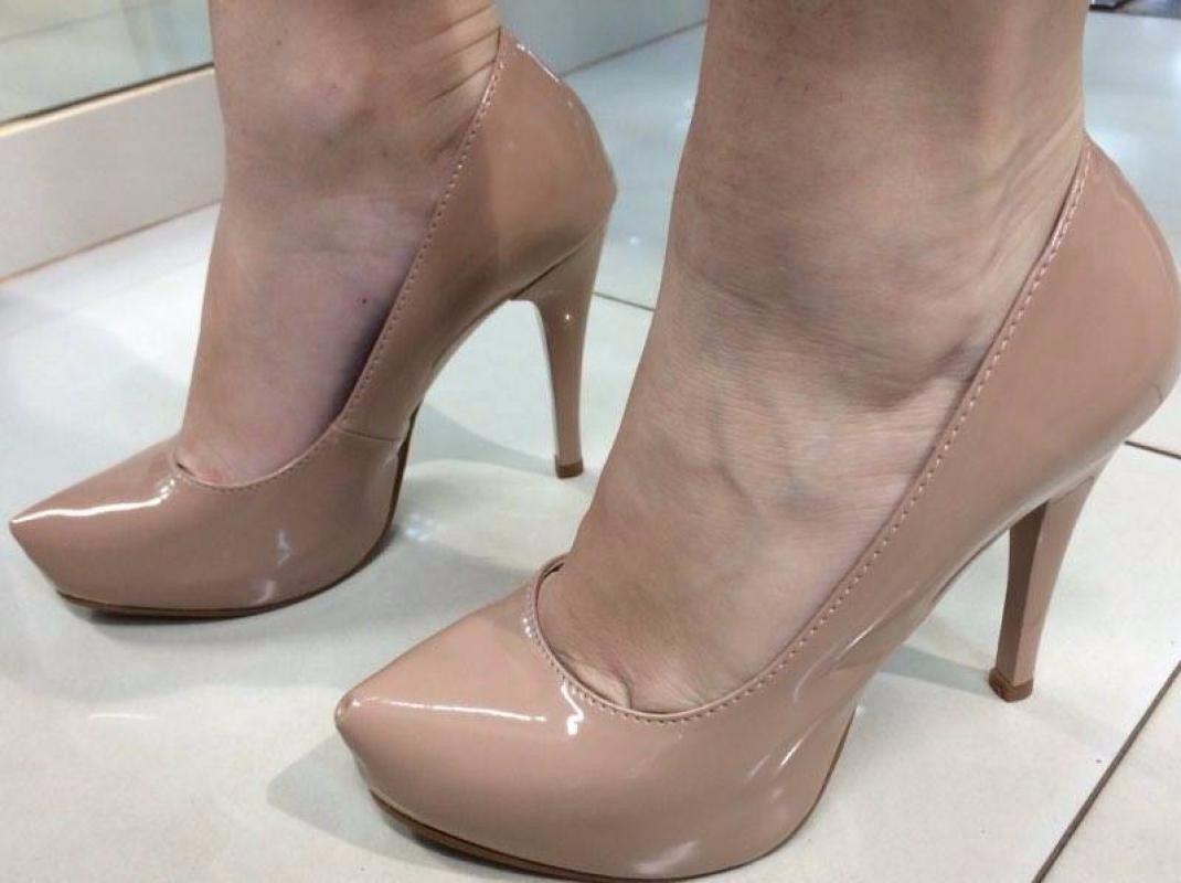 e9ddf6a494 sapato salto alto fino meia pata scarpin nude bege verniz. Carregando zoom.