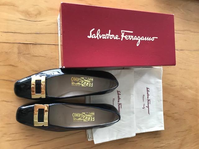 351c8b3baa640 Sapato Salvatore Ferragamo Preto Feminino Cabiria - R  300,00 em ...