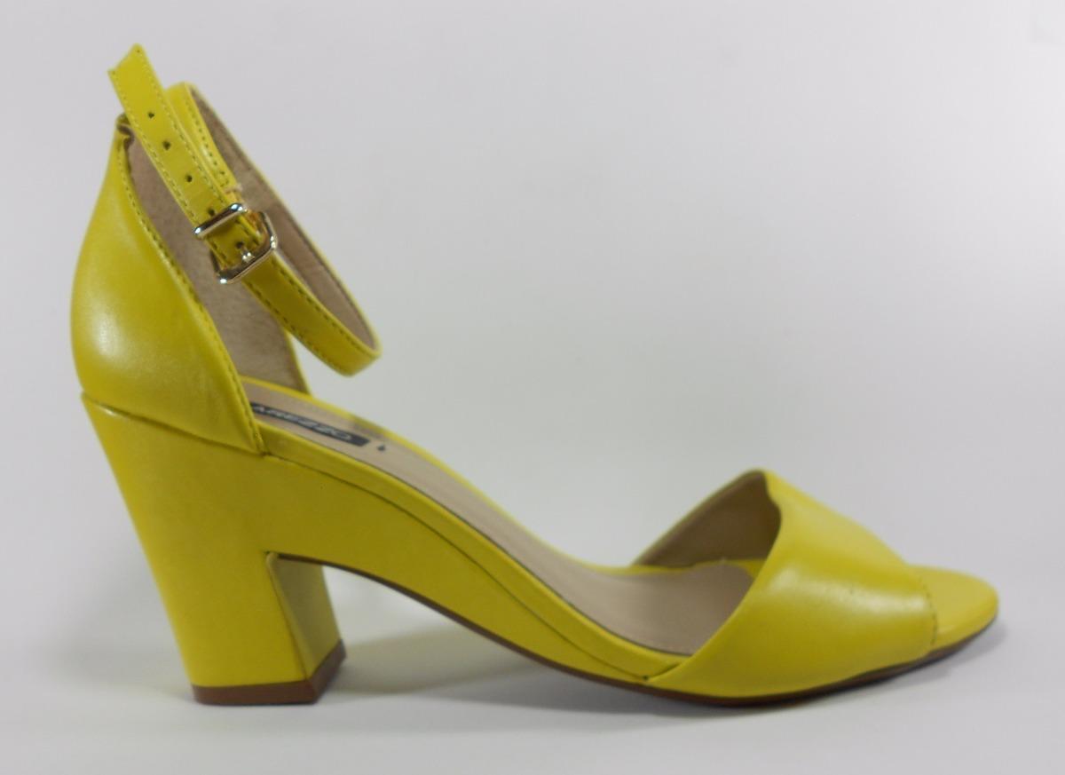 9b6cf77e9 sapato sandalia feminina arezzo couro amarela salto baixo. Carregando zoom.
