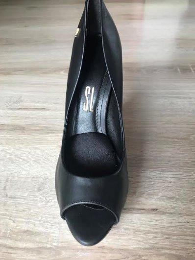 40c9d53c8 Sapato Sandália Peep Toe Couro Santa Lolla Preto 39 - R$ 109,00 em ...