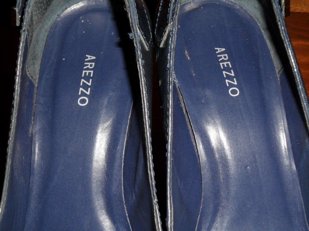 e838b870c4 Arezzo - Sapato Scarpin Azul Marinho Couro Tdo Forrado 36 - R  55