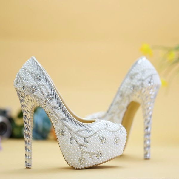 1297c3cad Sapato Scarpin Branco Noiva Pérola Strass Customizado - R$ 450,00 em ...
