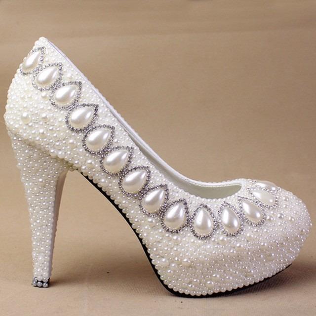a66ae1216 Sapato Scarpin Branco Noiva Pérola Strass Customizado - R$ 399,00 em ...