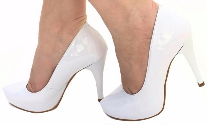 334cb3c256 Sapato Scarpin Branco Verniz Meia Pata Salto Alto Fino Noiva - R ...