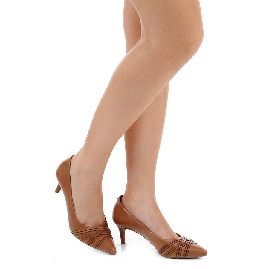 3e2b43c392 sapato scarpin desmond - caramelo. Carregando zoom.