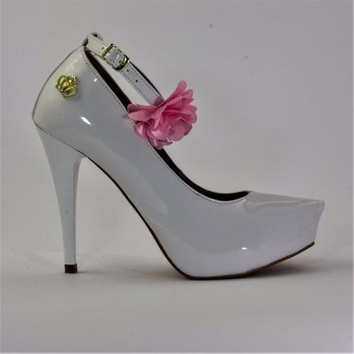 d4d08e4f5c Sapato Scarpin Salto 10 Cm Fino Cor Verniz Branco Com Tira - R  130 ...