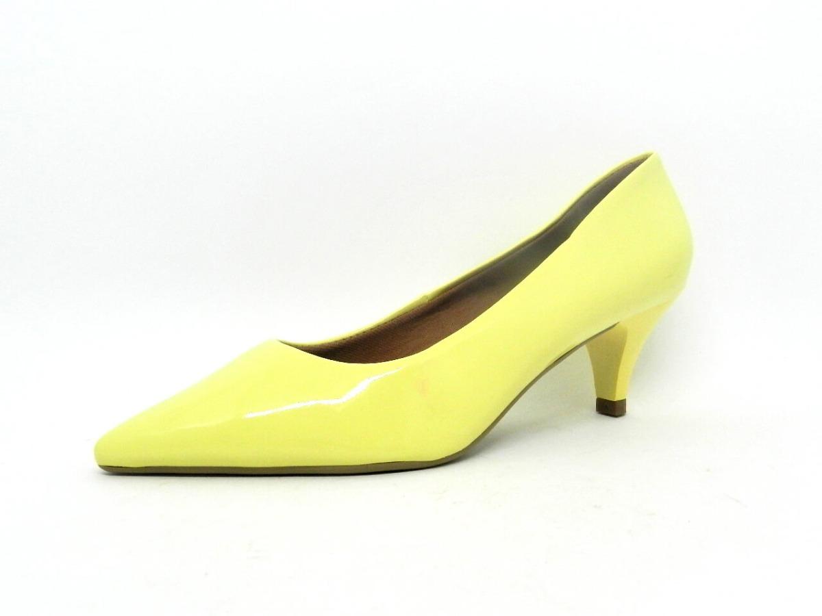 31c299866b sapato scarpin salto baixo bico fino amarelo claro verniz. Carregando zoom.