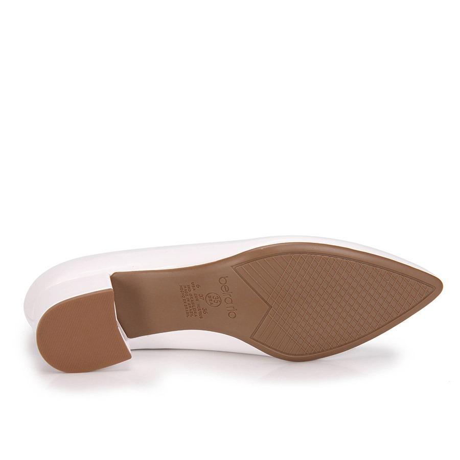 98553902a4 sapato scarpin salto grosso beira rio verniz - branco. Carregando zoom.