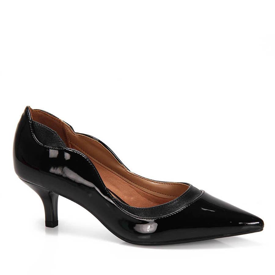3c65a70b7b sapato scarpin verniz vizzano bico fino - preto. Carregando zoom.