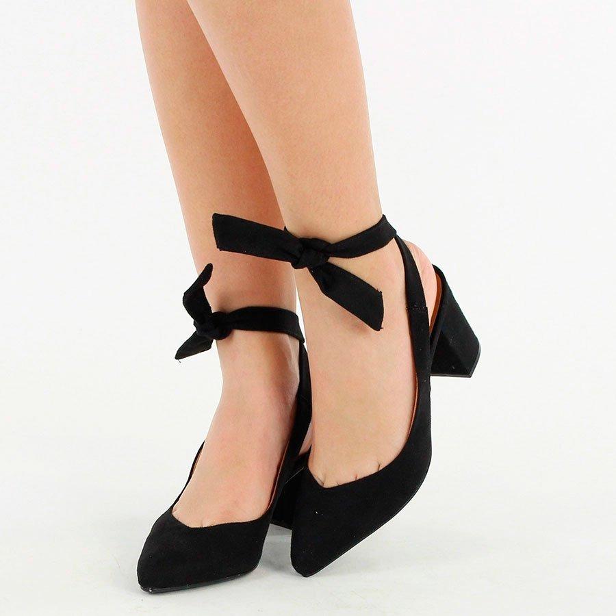 65e5623b5e sapato vermelho chanel vizzano salto medio amarrar na perna. Carregando  zoom.