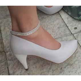 a05f009a4d Sapato Noiva Branco Tornozeleira Strass Salto 8 Cm · R  159