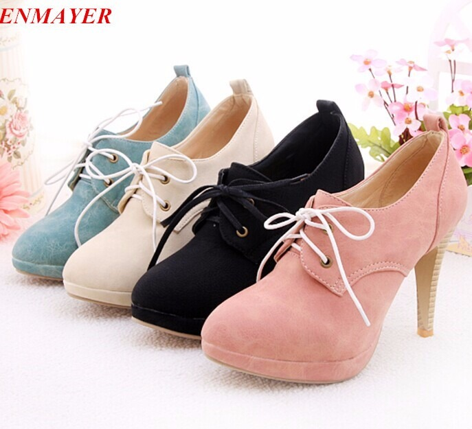 ec292930d Sapatos Femininos - R  130