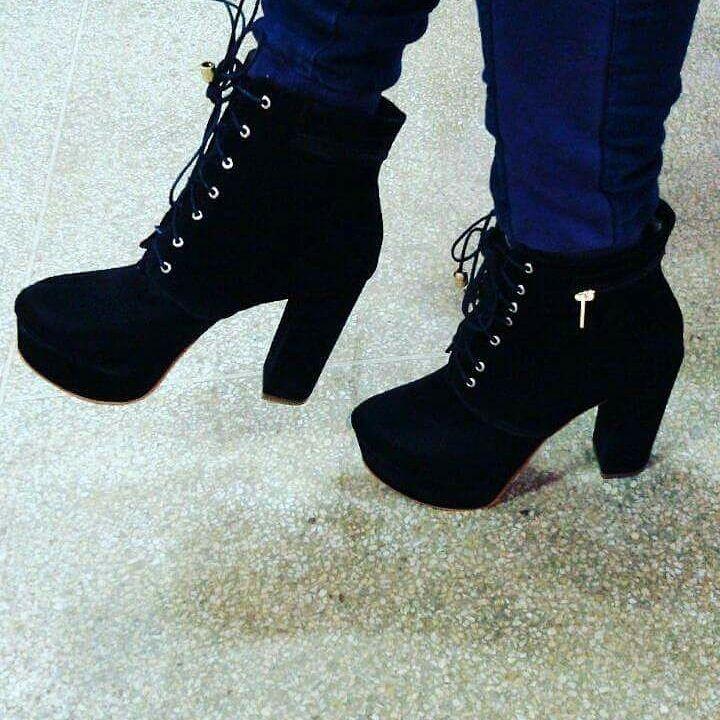 66a26c3a941 Sapatos Femininos Botas Femininas - R  249