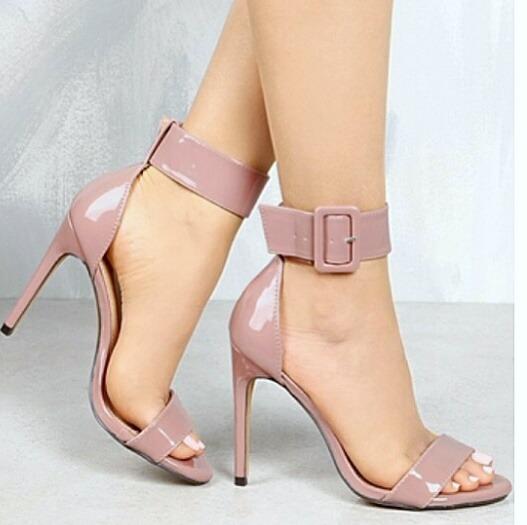 ef323f490 Sapatos Femininos Sandalias Salto Fino Vinil - R  238