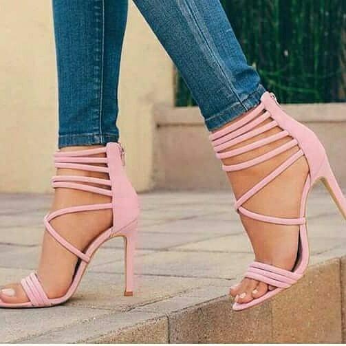 3edb09db34 Sapatos Femininos Sandálias Salto Lançamento - R  248