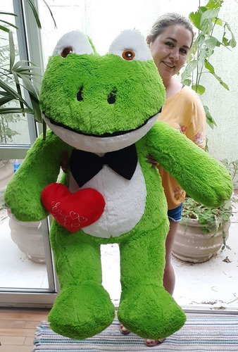 sapo gigante pelúcia grande de 120 cm com gravata + coração