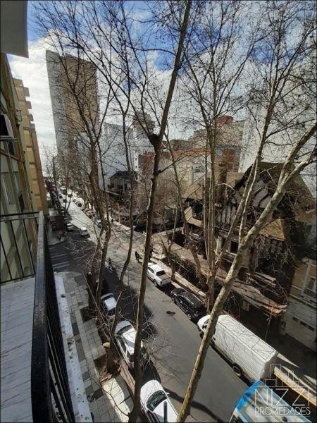 sarmiento 2431. 2 ambientes a la calle. edificio solimmar i