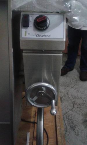 sartén de volteo a gas 150 litros marca cleveland