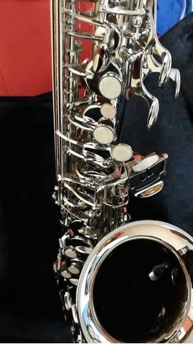saxofón alto color plata marca knight