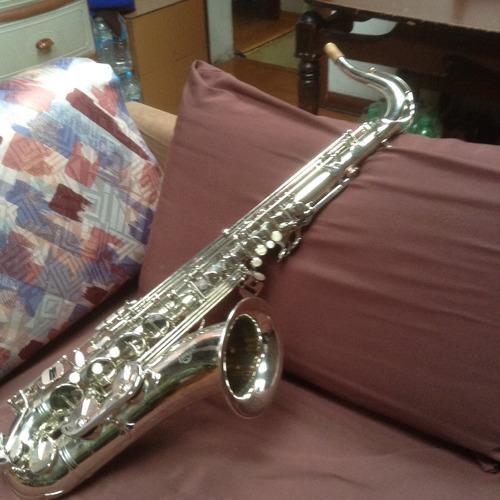 saxofón tenor amati