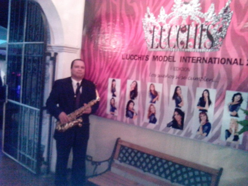 saxofonista, cañonera, antaño, retreta, tambores, gaitas...