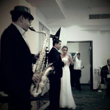 saxofonista eventos y orquesta de trio bailable y discplay
