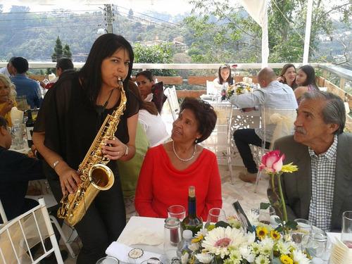 saxofonista mujer para eventos en caracas - venezuela