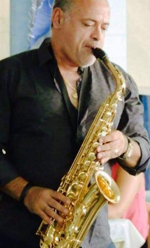 saxofonista para casamento e dj.