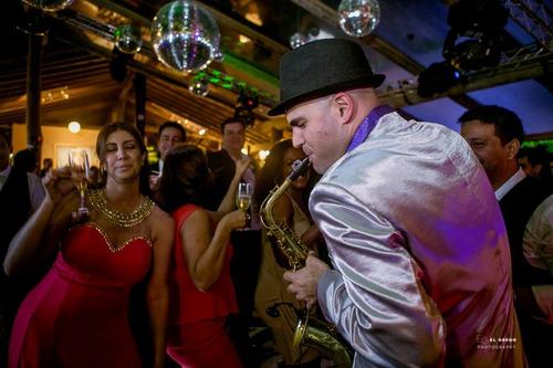 saxofonista para eventos y fiestas show! gran repertorio