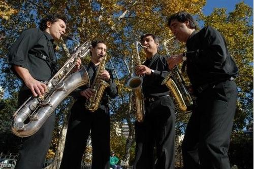 saxofonista para fiestas y eventos - show de saxo