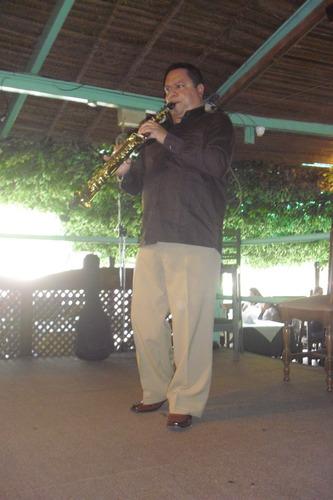 saxofonista show de música venezolana e internacional