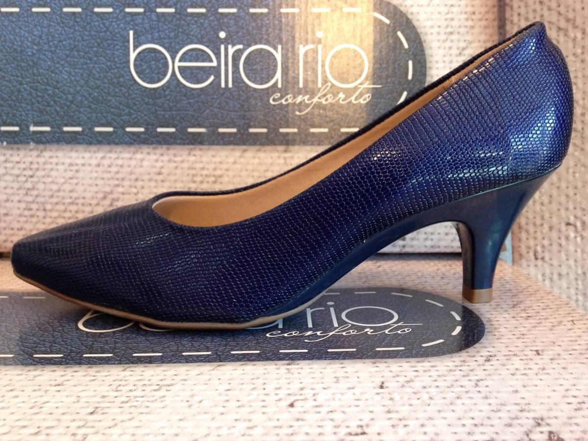 98cf9de188 Scarpin Beira Rio Sapato Salto Baixo Azul Marinho Verniz - R  54