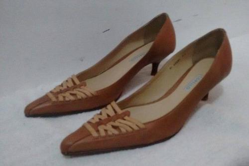 scarpin marrom