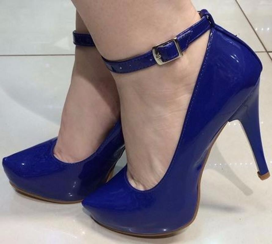1176ad054 scarpin meia pata azul royal bic verniz tira salto alto fino. Carregando  zoom.