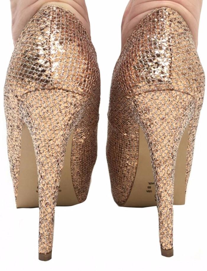 87223c46b scarpin meia pata dourado glitter brilho salto alto fino. Carregando zoom.