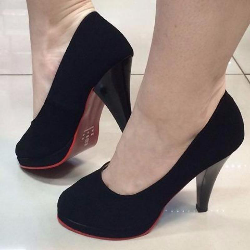 593df87f5 scarpin meia pata preto boneca sola vermelha salto médio. Carregando zoom.