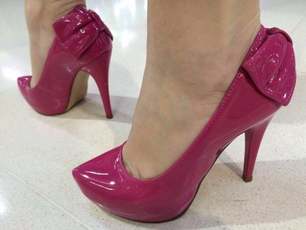 e7e1310398 scarpin meia pata rosa pink verniz laço salto alto fino. Carregando zoom.