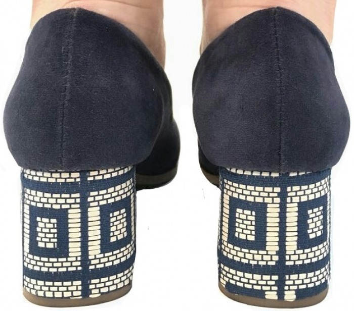 ddd9022733 Scarpin Salto Baixo Grosso Bloco Bico Fino Azul Marinho - R  119