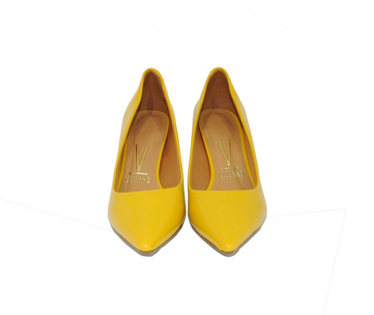 b3bb9513b scarpin vizzano amarelo salto médio bico fino verniz. Carregando zoom.
